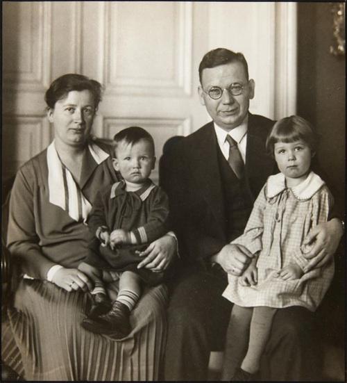 Sander, AugustFamilienportrait (Familie Wilhelm Spael, Katholischer Publizist, Redakteur und Verleger). 1930.